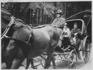 Gäste in der Kutsche 1942