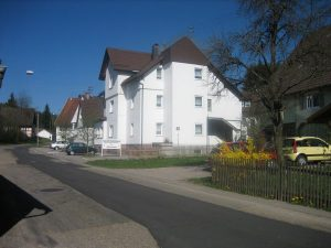 Ehemaliger Gasthof Auerhahn Nr. 2B, heute Alten- und Pflegeheim
