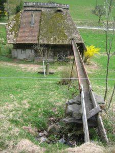 Beispiel Wasserzuführung zur Mühle am Hang