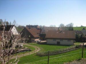 Schanz-Haus links neben Stallgebäude
