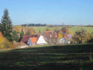 Obermusbach im Tal gelegen