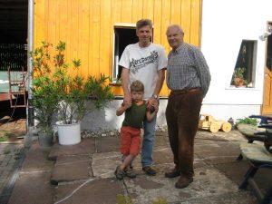 Theo Hamma mit Sohn und Enkel