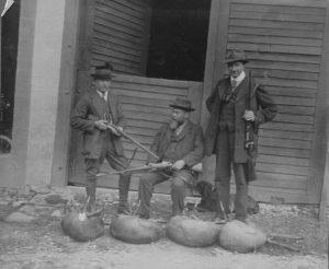 Drei Jäger, in der Mitte Heinrich Lehmann