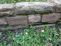 Grabstein A. Heermann und R. Heine