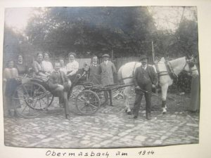 Fam. Hamma vor Kutschausfahrt 1912