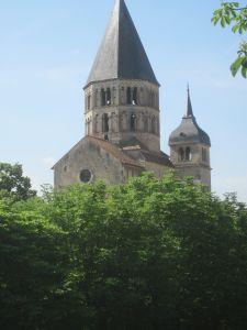 Der noch stehende Uhren-Turm der KIrche von Cluny