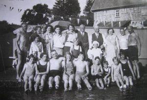 Familientreffen am privatem Schwimmbad in Obermusbach