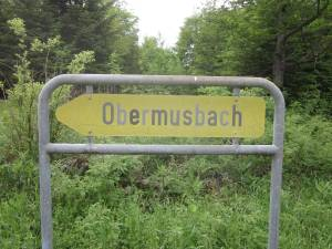 Altes Ortshinweisschild Obermusbach